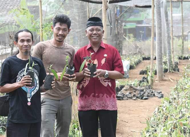 Duo petani dari Temanggung, Tatak Guntoro dan Anis Fathoni